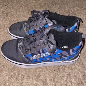 blue and gray heelys